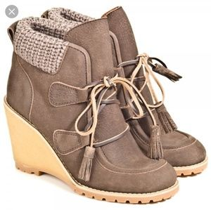 SEE BY CHLOE WEDGES LACE UP BOOTS SIZE 39